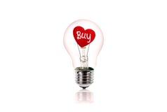 Le coeur rouge à l'intérieur de l'ampoule d'isolement sur le blanc Photo libre de droits