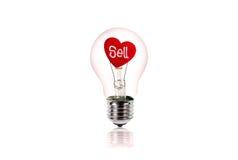 Le coeur rouge à l'intérieur de l'ampoule d'isolement sur le blanc Photos libres de droits