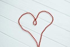 Le coeur rouge des perles Images stock