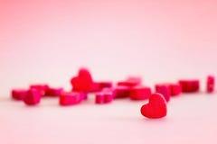 Le coeur rouge forme dans le concept d'amour pour le jour de valentines avec le bonbon a Photos stock