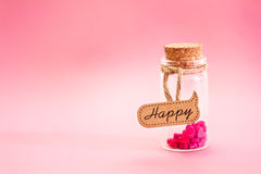 Le coeur rouge forme dans le concept de bouteille d'amour pour le jour de valentines avec Photo stock
