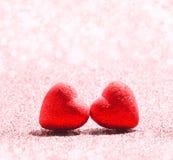 Le coeur rouge sur le fond de scintillement pour le jour de valentines Photos libres de droits