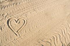 Le coeur se connectent le sable Image libre de droits
