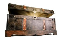 Le coffre au trésor indique un secret lumineux Image libre de droits