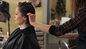Couper pointe cheveux fille