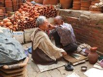Le coiffeur, Katmandou, Nepak image stock