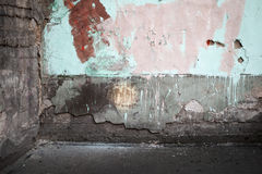 Le coin d'un abstrait vident l'intérieur urbain abandonné Image stock