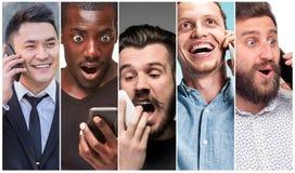 Le collage des images du groupe multi-ethnique de jeunes femmes heureuses à l'aide de leurs téléphones images stock