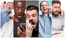 Le collage des images du groupe multi-ethnique de jeunes femmes heureuses à l'aide de leurs téléphones photo stock