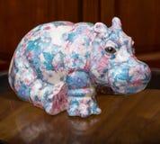 Le collecteur et ses hippopotames dans une collection privée images libres de droits