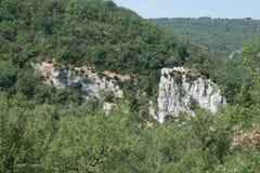 Le colline con le rocce vivono in Provenza, Francia Immagini Stock Libere da Diritti