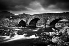 Le colline ed il fiume di Cullin fotografie stock
