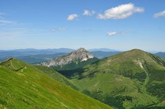 Le colline nelle montagne Fotografie Stock Libere da Diritti
