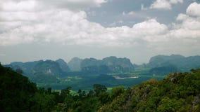 Le colline osservano in Tailandia stock footage