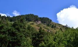 Le colline pedemontana della riserva teberdinskiy Fotografia Stock