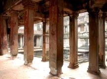 Le colonne antiche del wat di Angor, Cambogia. Fotografie Stock