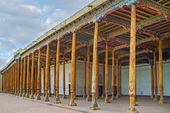 Le colonne di legno immagini stock