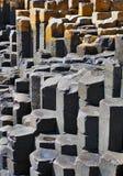 Le colonne esagonali del basalto della strada soprelevata di Giants Immagini Stock Libere da Diritti