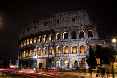 Le Colosseum à Rome, Italie pendant la nuit Image stock