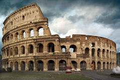 Le Colosseum à un jour orageux Photo stock