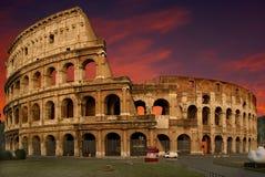 Le Colosseum au coucher du soleil images libres de droits