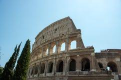 Le Colosseum célèbre à Rome photographie stock libre de droits