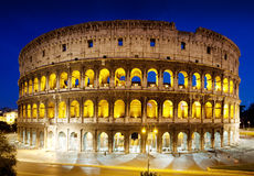Le Colosseum la nuit, Rome, Italie Photos libres de droits