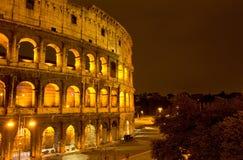 Le Colosseum, vue de nuit Photographie stock libre de droits