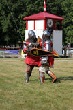 Le combat de deux chevaliers Photographie stock