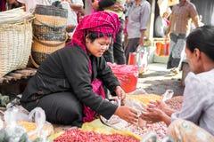 Le commerce pour le peuple de la Birmanie Photographie stock libre de droits
