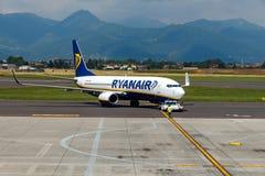 Le compagnie æree Rayanair vola su all'aeroporto di Bergamo Immagini Stock