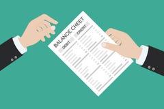 Le comptable avec le rapport et une calculatrice v?rifie l'?quilibre d'argent Rapports financiers d?claration et documents Compta image stock