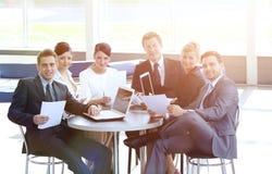 Le comptable de société dit au sujet des questions lors d'une réunion de fonctionnement Photographie stock