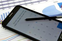 Le comptable vérifient l'exactitude des relevés des compte financier  Comptabilité, concept de comptabilité photographie stock libre de droits
