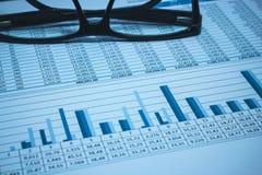 Le compte bancaire financier de comptabilité de banque stockent des données de feuille de calcul photo libre de droits