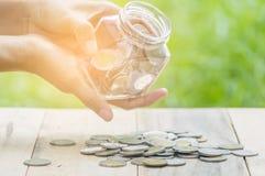 Le compte et l'argent d'économie financent la banque pour préparent le concept, la rangée o images libres de droits