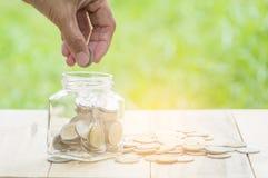 Le compte et l'argent d'économie financent la banque pour préparent le concept, la rangée o image stock