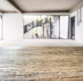 Le compteur de dessus de Tableau a brouillé le fond intérieur de studio de l'espace de grenier Image libre de droits