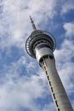 Le comunicazioni & l'attrazione turistica della torre del cielo di Auckland hanno inclinato Vi Immagine Stock Libera da Diritti