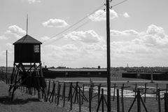 Le concentraSecurity de Majdanek domine et clôture le camp noir et blanc de phototion de camp de concentration de Majdanek Images stock
