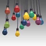 Le concept créatif d'idée et de direction colore l'ampoule photos stock