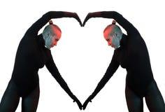 Le concept créatif, le coeur, symbole de l'amour, fromed par deux corps féminins se reflétant Images libres de droits