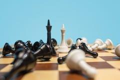 Le concept d'échiquier et de jeu des idées et de la concurrence d'affaires Images stock