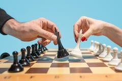 Le concept d'échiquier et de jeu des idées et de la concurrence d'affaires Photos libres de droits