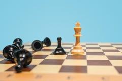 Le concept d'échiquier et de jeu des idées et de la concurrence d'affaires Image stock