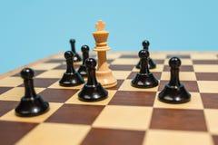 Le concept d'échiquier et de jeu des idées et de la concurrence d'affaires Photographie stock libre de droits