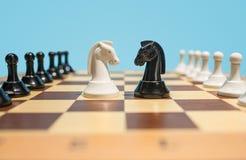 Le concept d'échiquier et de jeu des idées et de la concurrence d'affaires Image libre de droits