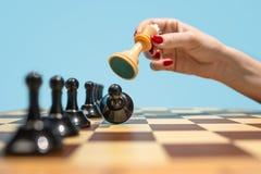 Le concept d'échiquier et de jeu des idées et de la concurrence d'affaires Photo libre de droits