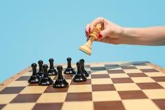 Le concept d'échiquier et de jeu des idées et de la concurrence d'affaires Photographie stock