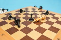 Le concept d'échiquier et de jeu des idées et de la concurrence d'affaires Photo stock